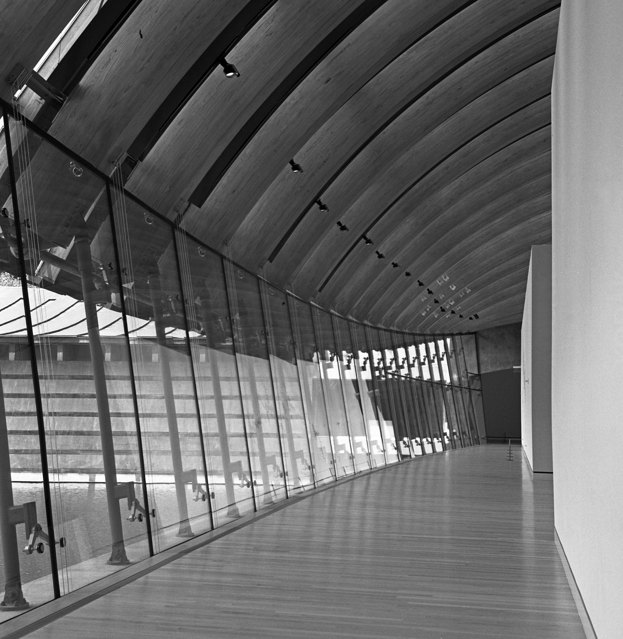 crystal-bridges-empty-gallery